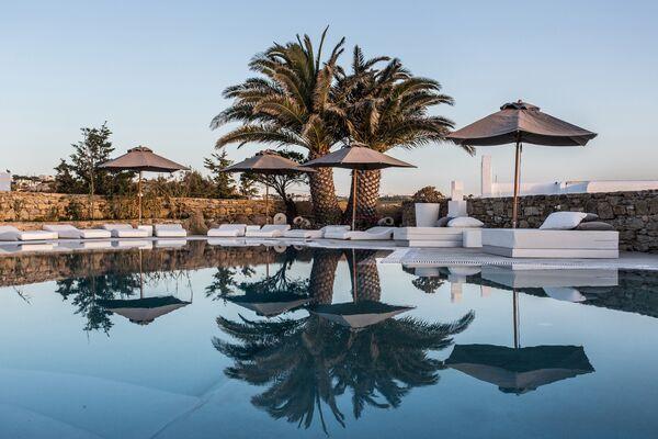 Holidays at Ostraco Luxury Suites in Mykonos, Santorini
