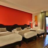 Red Hotel Picture 7