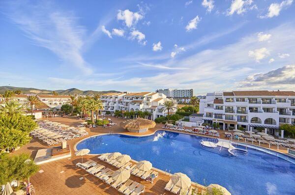 Holidays at Fergus Style Bahamas in Playa d'en Bossa, Ibiza