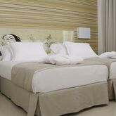 H10 White Suites Picture 2