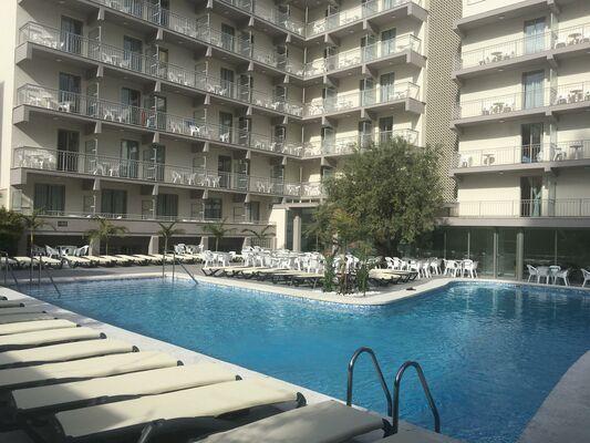 Holidays at Los Alamos Hotel in Benidorm, Costa Blanca