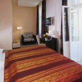 EA Manes Hotel Picture 8