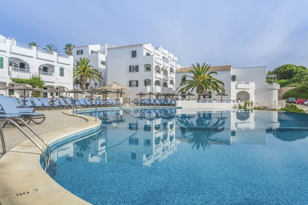 Holidays at White Sands Beach Club in Arenal den Castell, Menorca