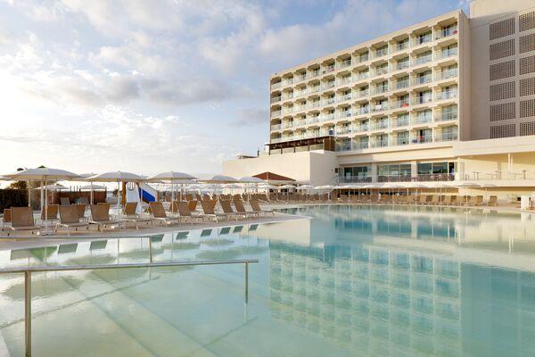 Holidays at Palladium Hotel Menorca in Arenal den Castell, Menorca