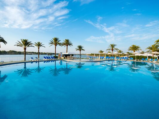 Holidays at Bellevue Club Apartments in Alcudia, Majorca