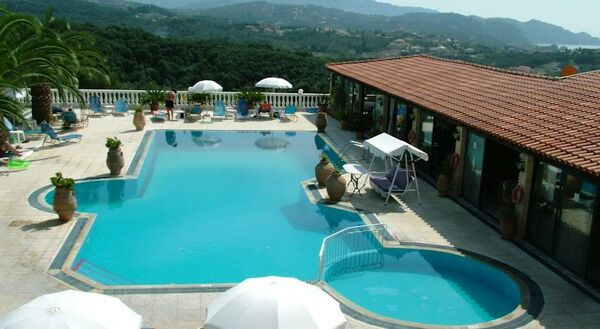 Holidays at Voula Apartments in Agios Stefanos North West, Corfu