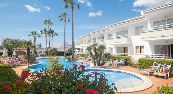 Holidays at Universal Aparthotel Elisa in Alcudia, Majorca