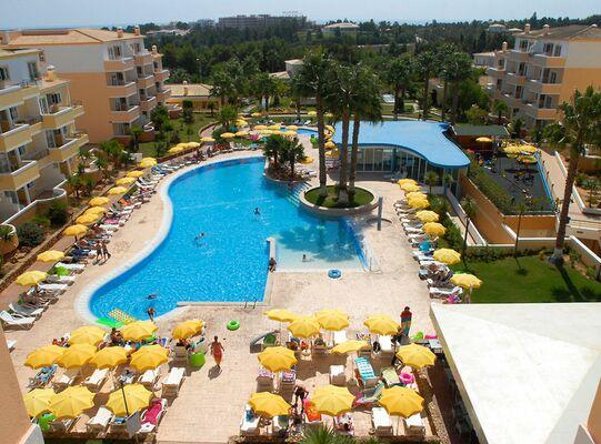 Holidays at Vitors Plaza Aparthotel in Portimao, Algarve