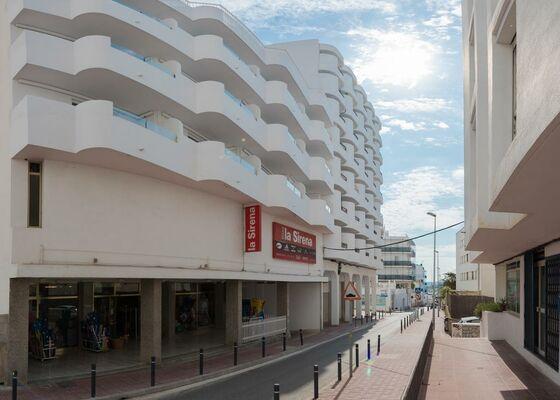 Holidays at Los Angeles Apartments in San Antonio, Ibiza