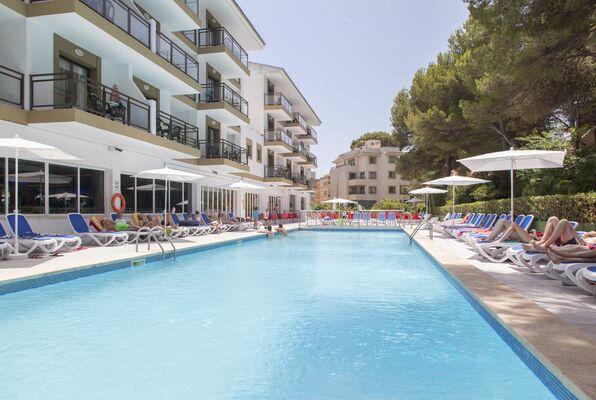 Holidays at Guya Wave Hotel in Cala Ratjada, Majorca