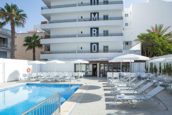 Holidays at Mix Colombo Hotel in S'Illot, Majorca