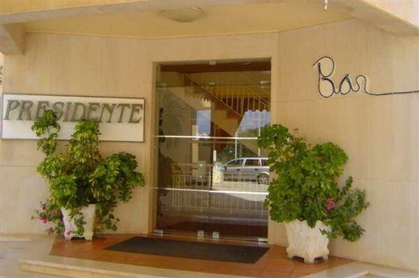 Holidays at Presidente Aparthotel in Praia da Rocha, Algarve