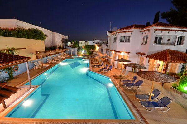 Holidays at Aspro Spiti Apartments in Tingaki, Kos
