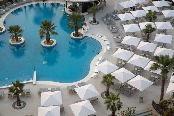 Holidays at Jumeirah Beach Hotel in Jumeirah Beach, Dubai
