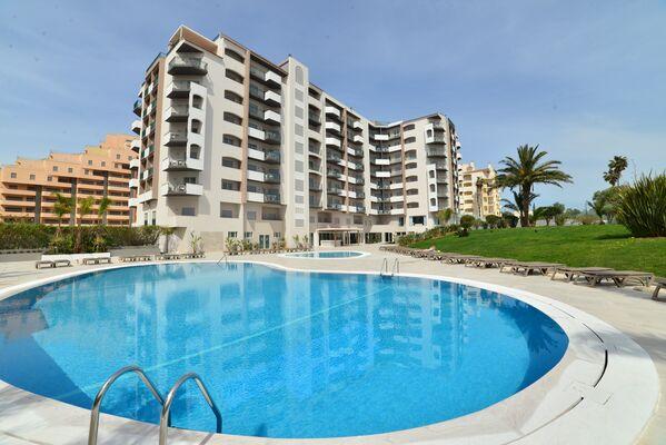 Holidays at Flor da Rocha Aparthotel in Praia da Rocha, Algarve
