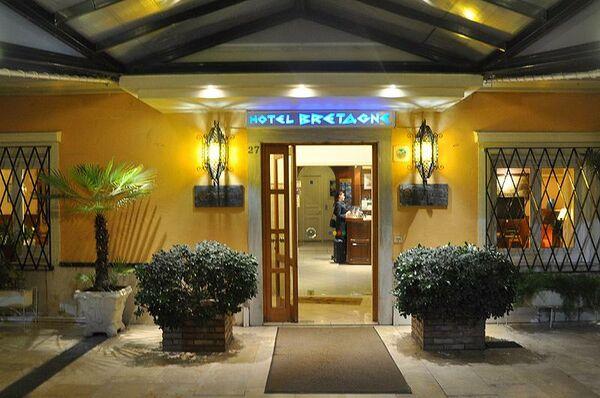 Holidays at Bretagne Hotel in Corfu Town, Corfu