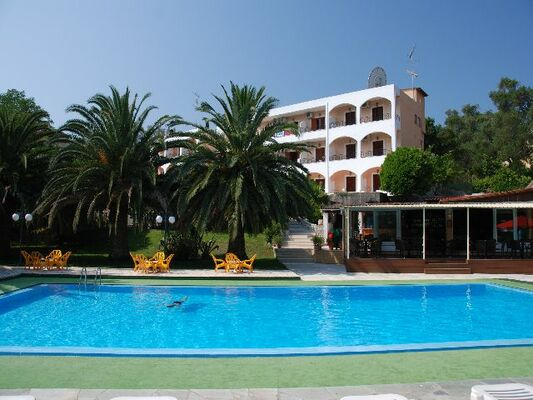 Holidays at Margarita Apartments in Ipsos, Corfu