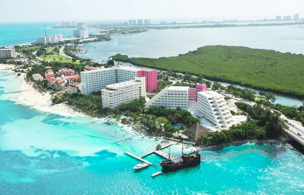 Holidays at Oasis Palm Hotel in Cancun, Mexico