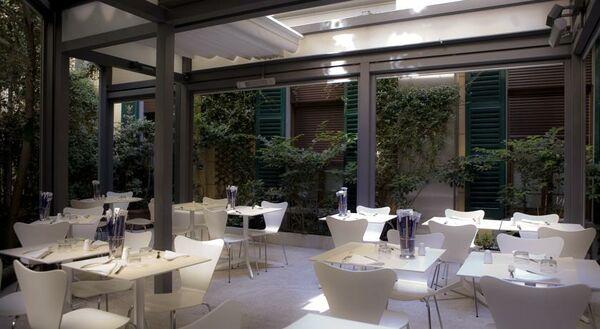 Holidays at Zurigo Hotel in Milan, Italy