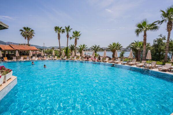 Holidays at Costa 3 S Beach Hotel in Bitez, Bodrum Region