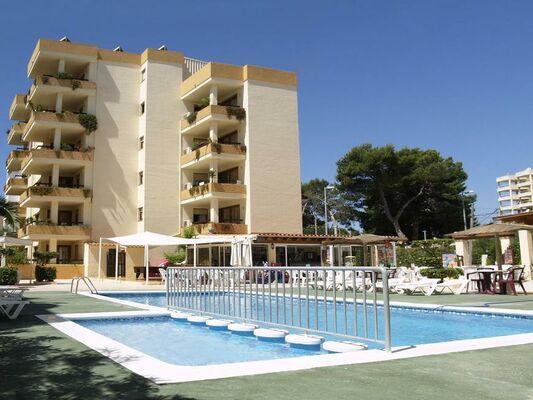 Holidays at Arlanza Apartments in Playa d'en Bossa, Ibiza
