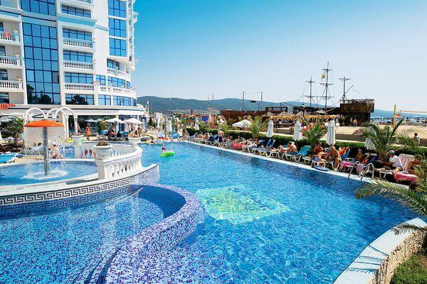 Holidays at Chaika Beach Hotel in Sunny Beach, Bulgaria