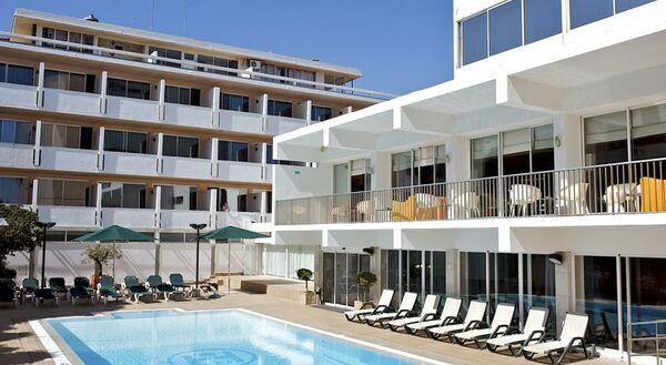 Holidays at Londres Hotel in Estoril, Portugal