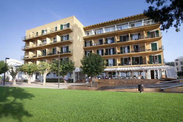 Holidays at Prestige Coral Platja Hotel in Roses, Costa Brava