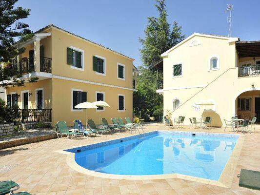 Holidays at Ariti Apartments in Kassiopi, Corfu