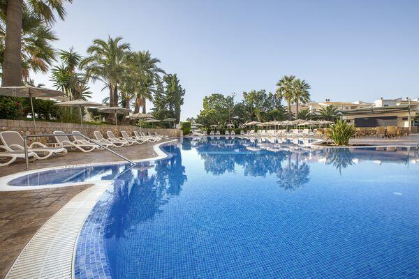 Holidays at Hipotel Marfil Playa in Sa Coma, Majorca