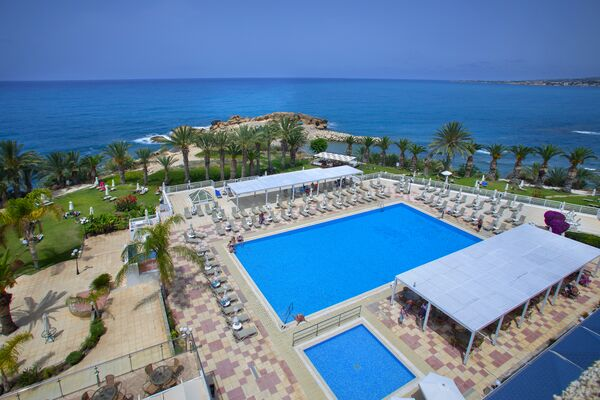 Holidays at Queens Bay Hotel in Kissonerga, Paphos