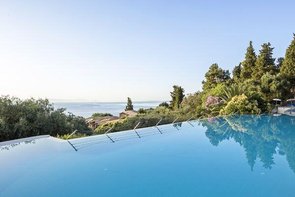 Holidays at Aeolos Beach Resort Hotel in Perama, Corfu