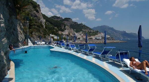 Holidays at Miramalfi Hotel in Amalfi, Neapolitan Riviera