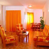Las Colinas Apartments Picture 2