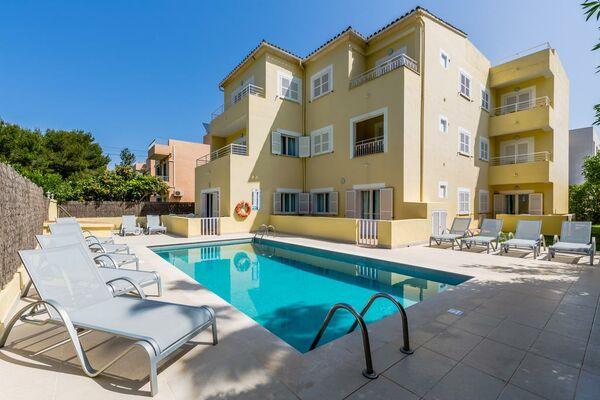 Holidays at Don Miguel Apartments in Puerto de Pollensa, Majorca