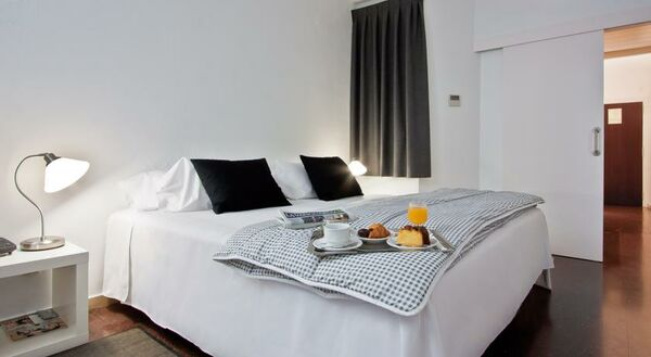 Holidays at Atenea Calabria Aparthotel in Eixample, Barcelona