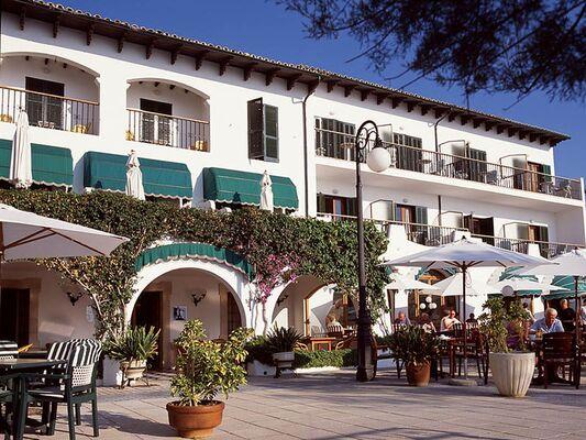 Holidays at Sis Pins Hotel in Puerto de Pollensa, Majorca