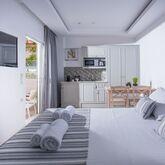 Irida Hotel Apartments Picture 3