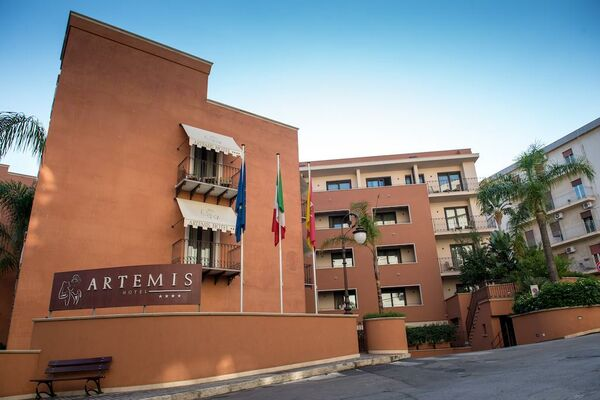 Holidays at Artemis Hotel in Cefalu, Sicily