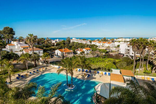 Holidays at Mirachoro Praia Hotel in Carvoeiro, Algarve