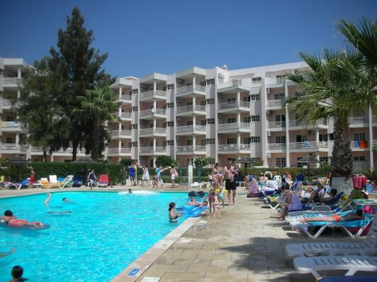 Holidays at Estrela do Vau Apartments in Praia da Rocha, Algarve