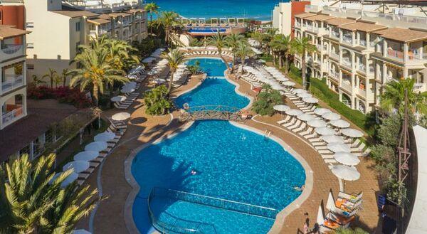 Holidays at Zafiro Bahia Aparthotel in Playa de Muro, Majorca