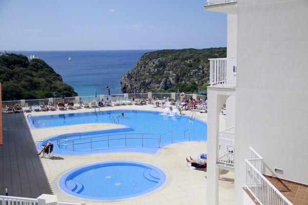 Holidays at Set Hotel Playa Azul in Cala'n Porter, Menorca