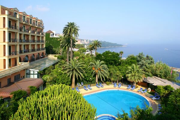 Holidays at Grand Hotel Royal in Sorrento, Neapolitan Riviera