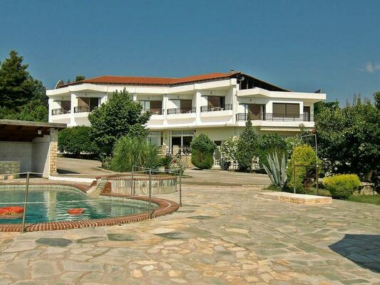 Holidays at Paschos Hotel in Kriopigi, Halkidiki