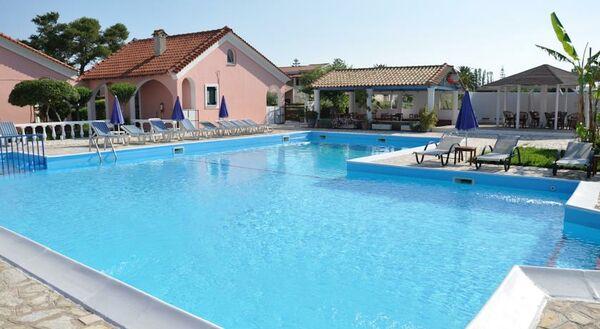 Holidays at Tassos Apartments in Acharavi, Corfu