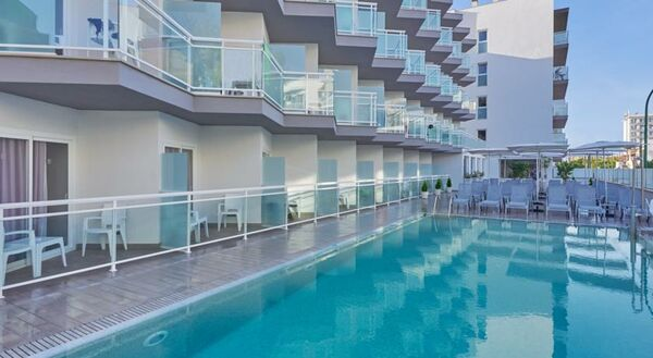 Holidays at BQ Amfora Beach Hotel in Ca'n Pastilla, Majorca