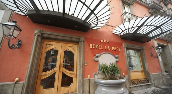 Holidays at La Pace Hotel in Naples, Italy