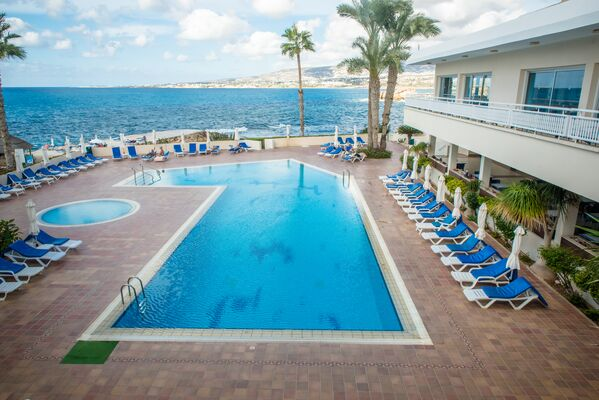Holidays at Cynthiana Beach Hotel in Kissonerga, Paphos