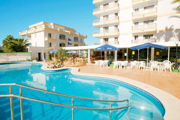 Holidays at El Lago Hotel in Alcudia, Majorca